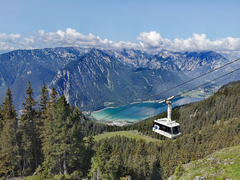Deine Aussicht auf den See - bei der Rofanseilbahn Bergstation, Terrasse Berggasthof Rofan