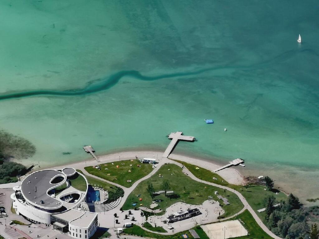 Blick auf die Karibik in Tirol: Das Atoll Achensee