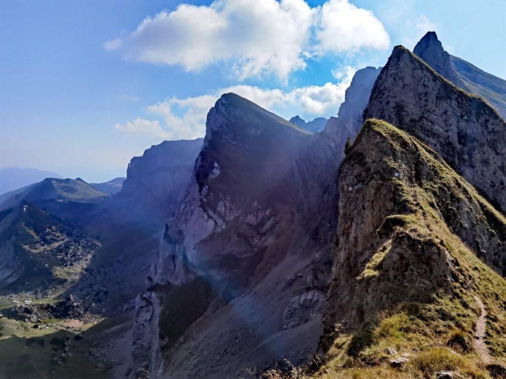 Bick auf die Achensee Berge unterhalb vom Hochiss Gipfel