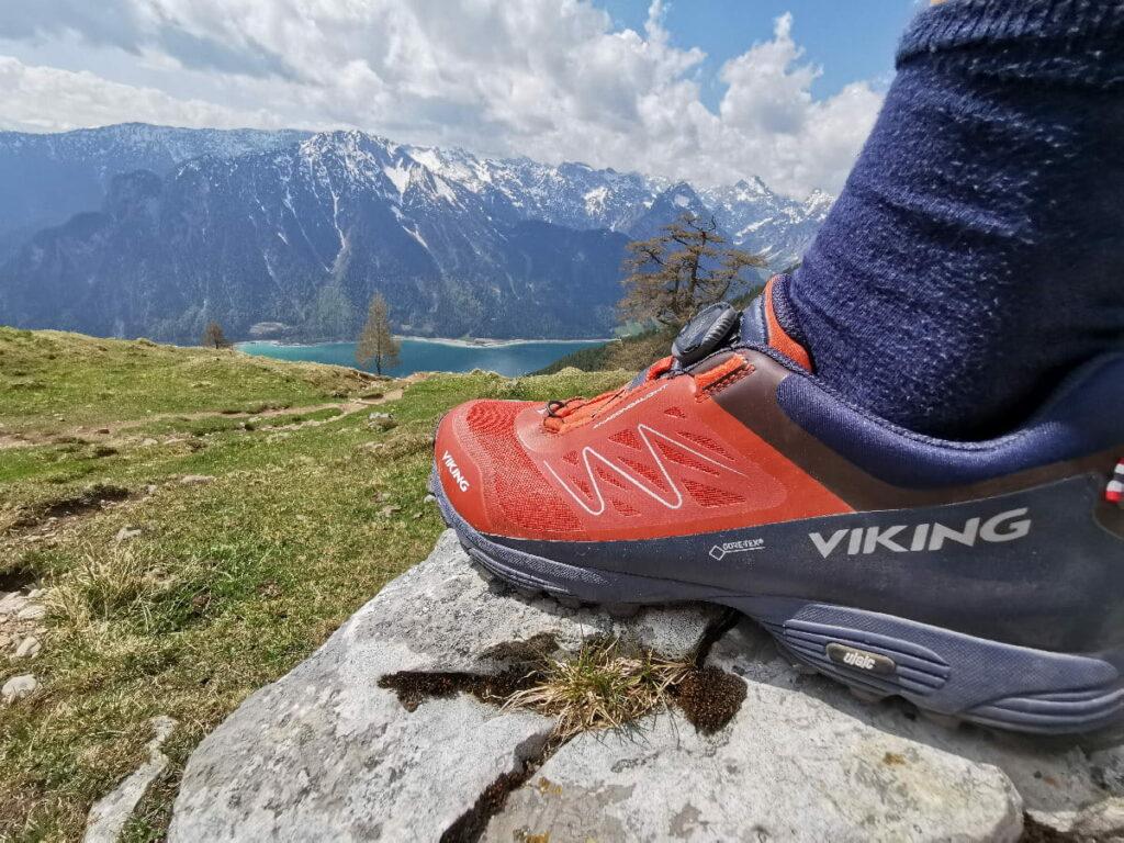 Notwendig für deine Achensee Wasserfälle Wanderungen - gute Wanderschuhe! Wir sind mit Viking unterwegs