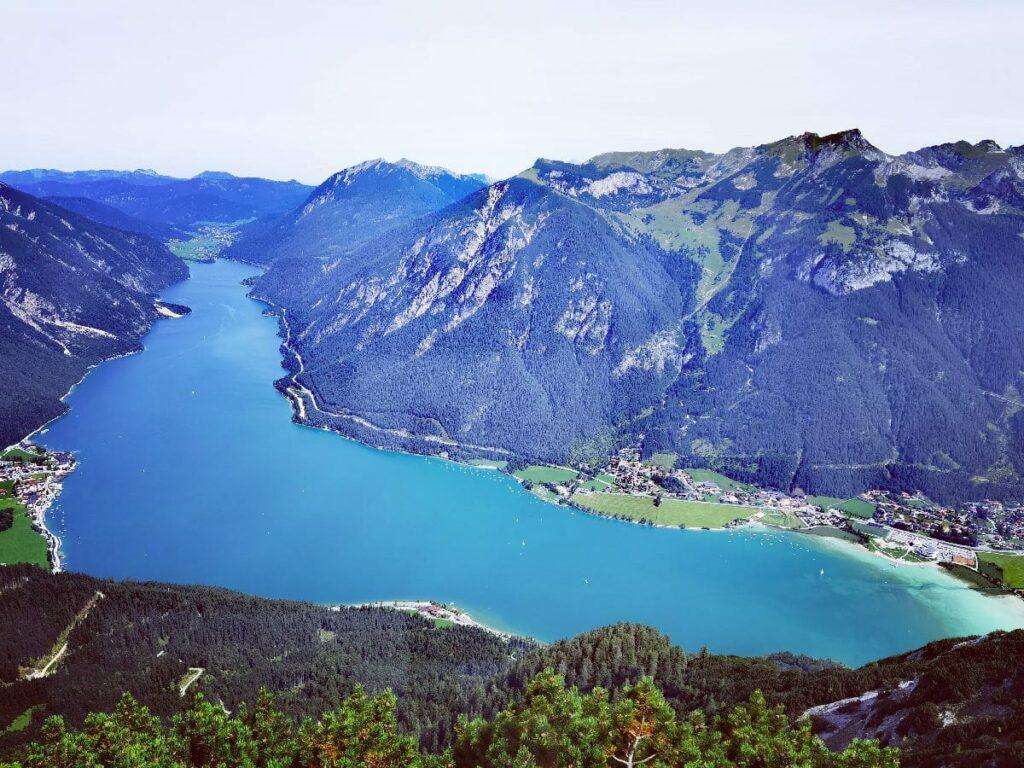 Das ist der Ausblick am Bärenkopf über die Achensee Berge
