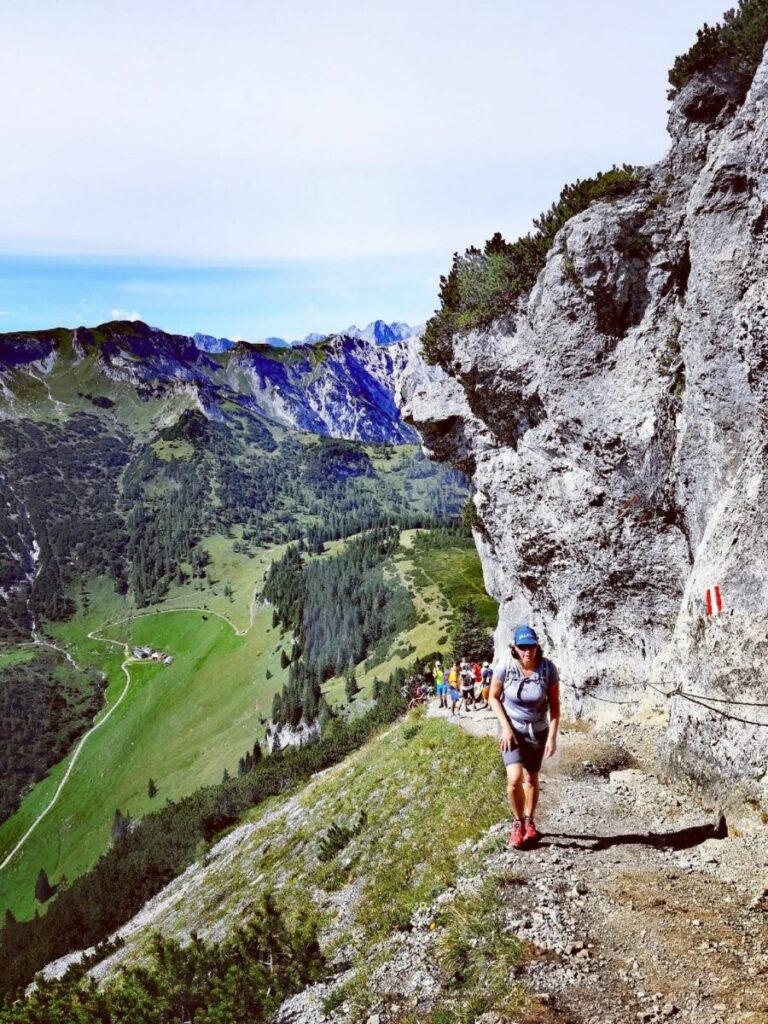 Schmal und steil ist der Wandersteig am Bärenkopf Gipfel