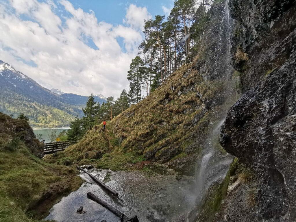 Buchauer Wasserfall am Achensee - mit Blick zum See